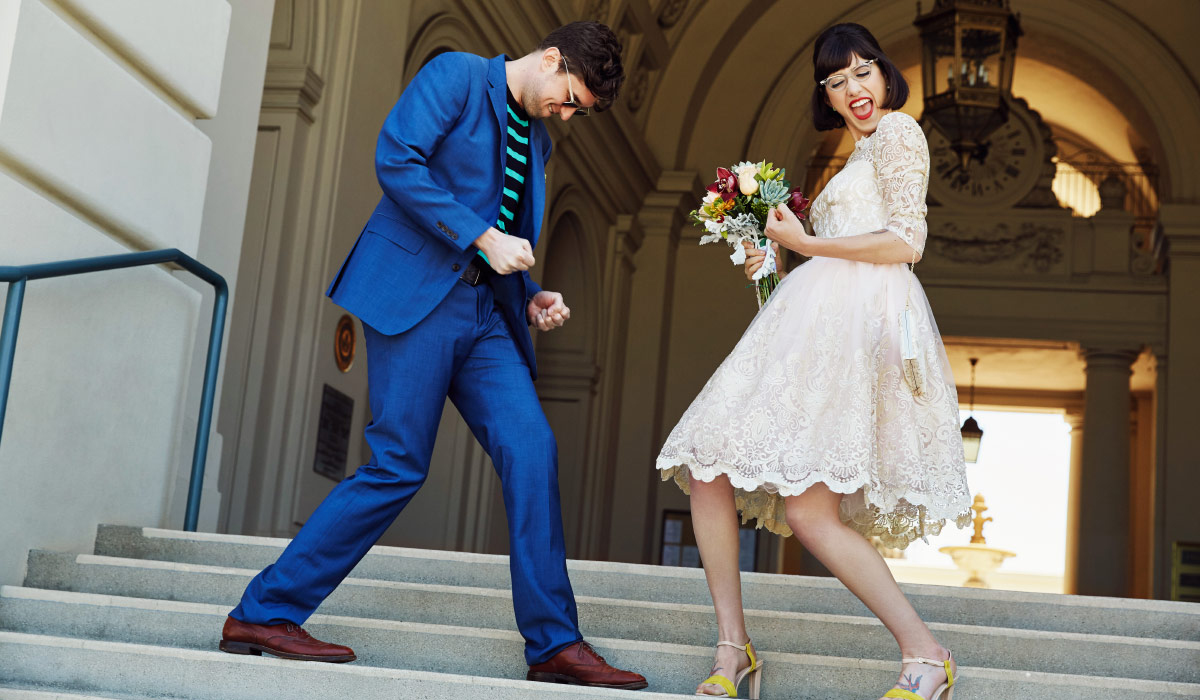 Newlyweds rockin' out on the court-steps.
